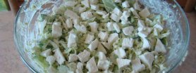 Zielona sałatka z serem feta