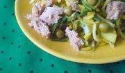 Żółto-zielona sałatka z tuńczyka z ryżem