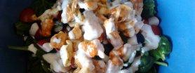Sałatka ze szpinakiem, kurczakiem i camembertem